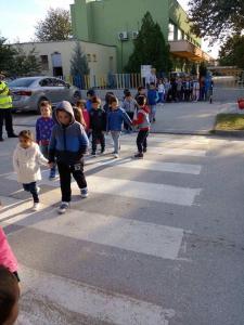 Безопасно преминаване през пешеходна пътека